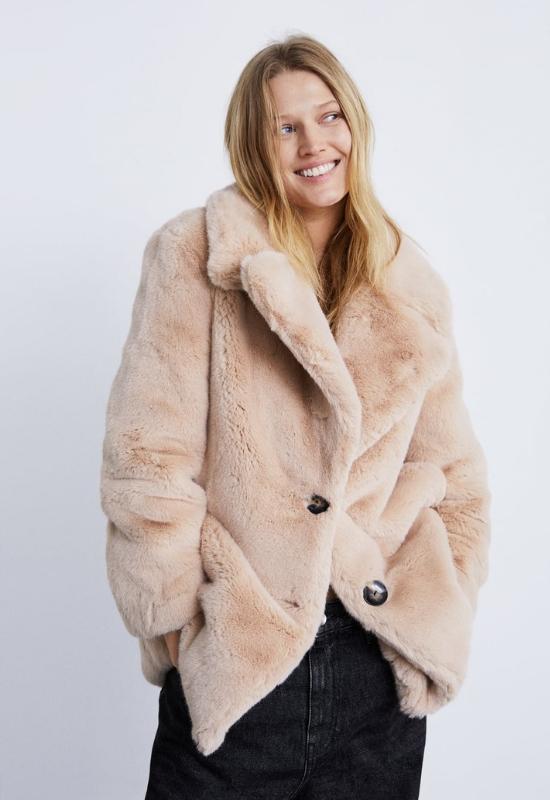 Zara wypuściła nową kolekcję ciepłych płaszczy, które są idealne na święta