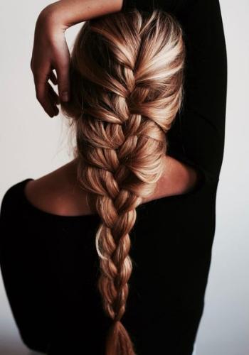 Jak się uczesać, gdy nie masz czasu umyć włosów? 5 boskich fryzur