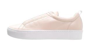 Sneakersy - najmodniejsze buty tego sezonu!