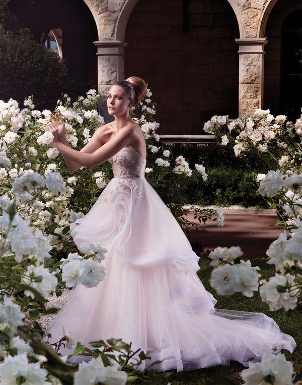 Zachwycające suknie ślubne Stevena Khalil (FOTO)