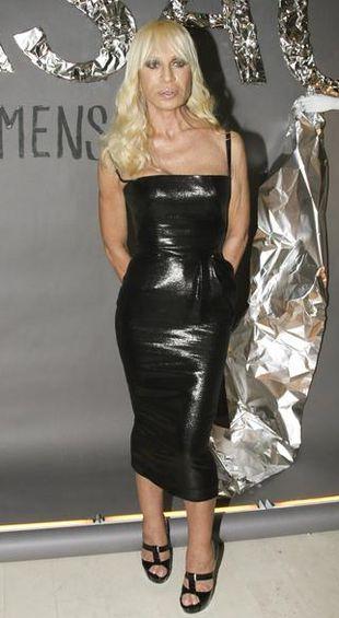 Dlaczego Donatella nie projektuje większych sukien?
