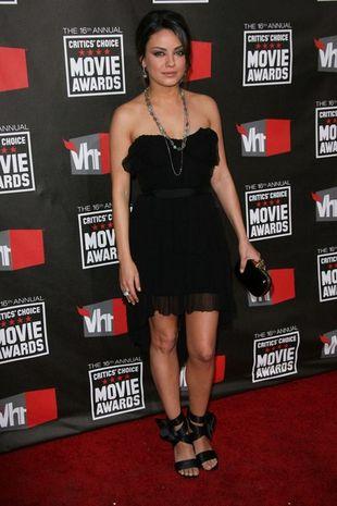 Mila Kunis obcięła suknię Niny Ricci (FOTO)