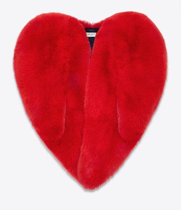 Czerwone futro w kształcie serca od Saint Laurent podbija serca gwiazd!