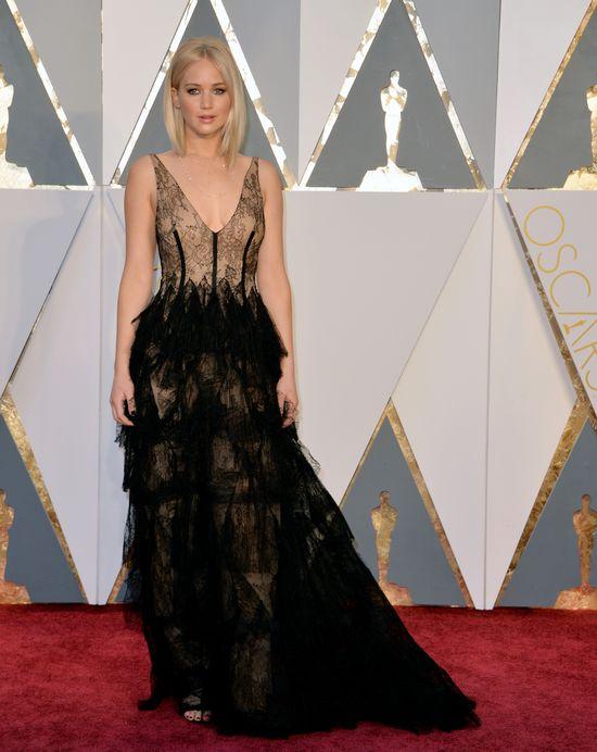 42994836b5 Jennifer Lawrence w kreacji Dior Haute Couture i biżuterii Chopard.