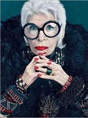 90-latka twarzą kosmetyków firmy MAC