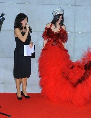 Ewa Minge zaprezentowała suknię dla miss