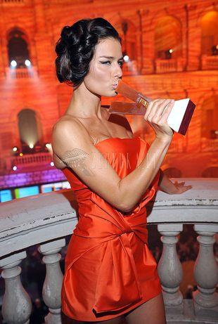 Pomarańczowa Natasza Urbańska (FOTO)