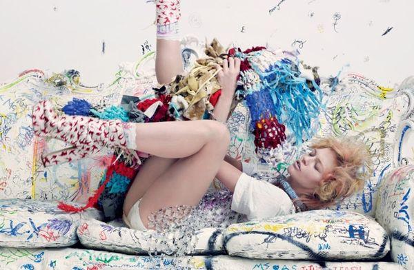 Chaos i kolor w sesji z Sashą Pivovarovą
