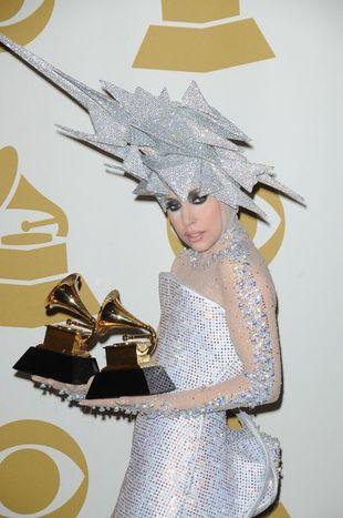 Lady Gaga od stóp do głów w kryształkach i cekinach