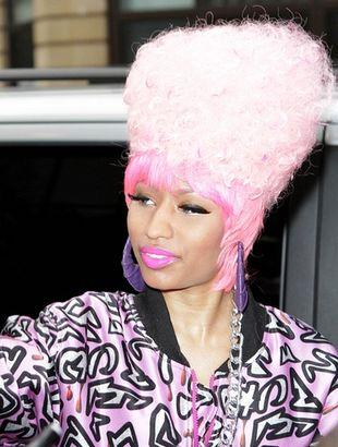 Dziwaczna fryzura Nicki Minaj (FOTO)