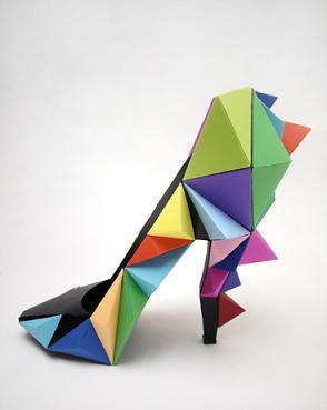Buty i bransolety z papieru