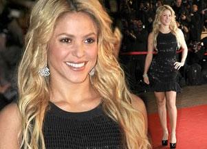 Shakira błyszczy w czarnej sukience (FOTO)