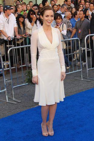 Emily Blunt w bieli od Zaca Posena (FOTO)