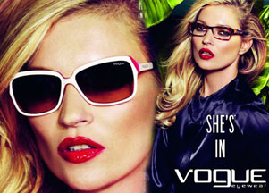 Kate Moss prezentuje okulary Vogue (FOTO)