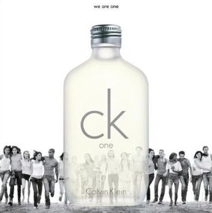 "Tłum modeli w reklamie ""One"" Calvina Kleina"