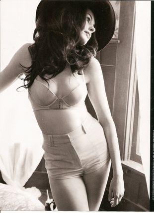 Zmysłowa Anne Hathaway w GQ Magazine