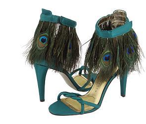 Sandałki z pawimi piórami