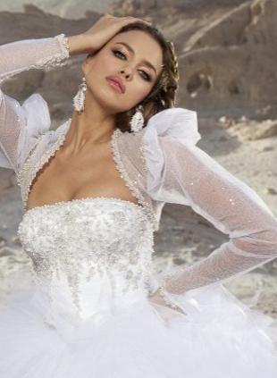 Irina Shayk prezentuje suknie ślubne