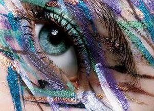 Czego unikać w makijażu oka