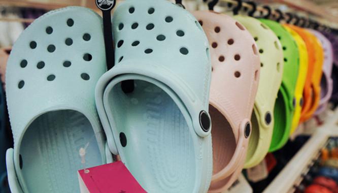 Oto powód, dla którego PRZENIGDY nie powinnaś nosić takich butów