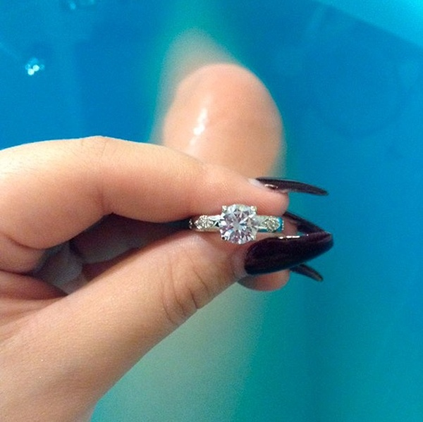 Wow! Zgadniecie co ta szczęściara znalazła w kuli do kąpieli! (FOTO)
