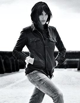 Liv Tyler reklamuje dżinsy