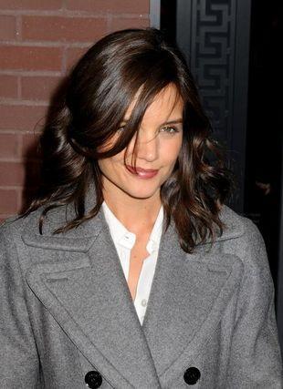 Katie Holmes w maksi płaszczu od Hermesa