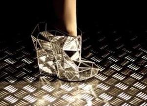 Niewidzialne buty -  pomysł młodej projektantki (FOTO)