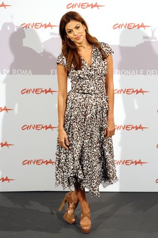 Eva Mendes w sukience Oscara de la la Renty (FOTO)
