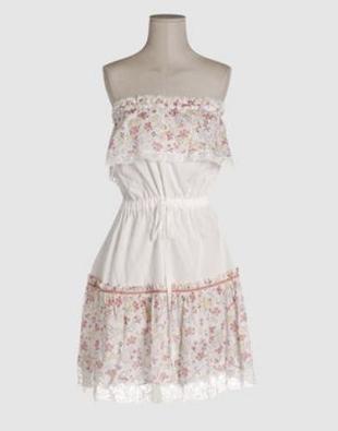 Romantyczna sukienka z kwiatowym motywem
