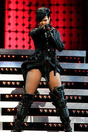 Rihanna w kosmicznych butach od Louboutina