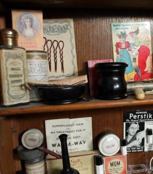 Kosmetyki na przestrzeni lat - reportaże Lisy Eldridge