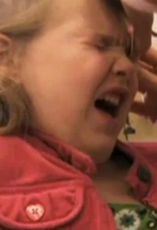 Matka zmusza 5-latkę do depilacji brwi woskiem