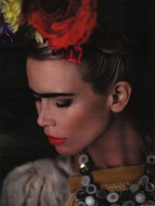Claudia Schiffer jako Frida Kahlo