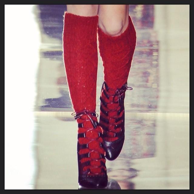 Jak nosić sznurowane botki zimą? (FOTO)