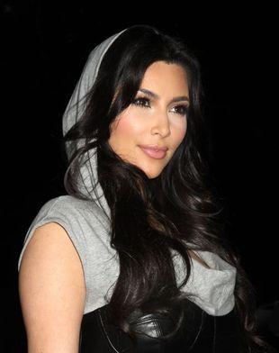 Kim Kardashian w skórzanym gorsecie