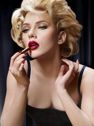 Usta Scarlett Johansson reklamują szminki