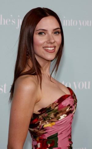 Scarlett Johansson W Nowym Stylu Zeberka