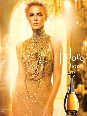 Charlize Theron w reklamie J'Adore Dior (VIDEO)