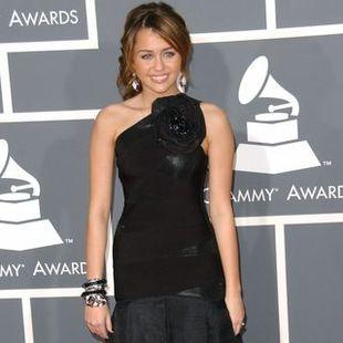 Miley Cyrus w wieczorowej czerni