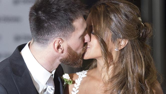 Zobaczcie piękną suknię ślubną Antonelli Roccuzzo, żony Lionela Messiego!