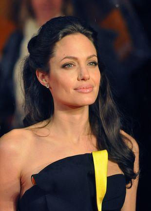 Angelina Jolie coraz bardziej zaskakuje strojem