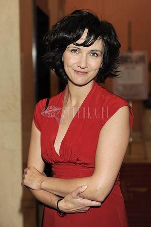 Ilona Ostrowska w czerwieni