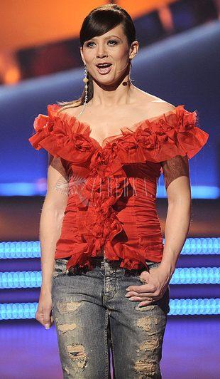 Wielka, czerwona bluzka Kingi Rusin (FOTO)