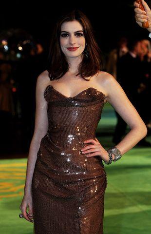 Anne Hathaway wybiera Vivienne Westwood