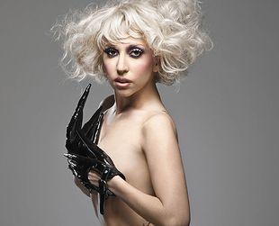 Kto ubierze Lady Gagę podczas jej show?