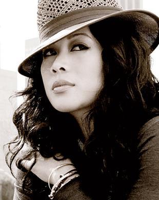 Mylah Morales - poznajcie makijażystkę Rihanny