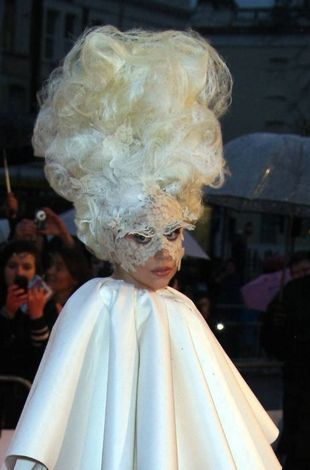 "Lady Gaga i jej ""living dress"" (video)"