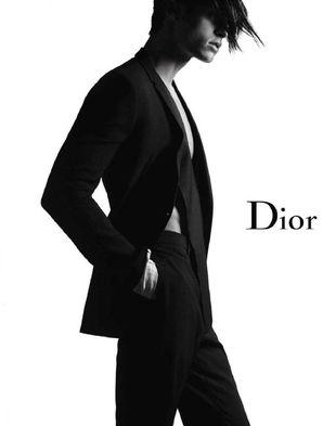 Baptiste Giabiconi w kampanii Dior Homme (FOTO)