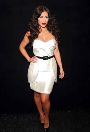 Kim Kardashian w bieli od Tracy Reese
